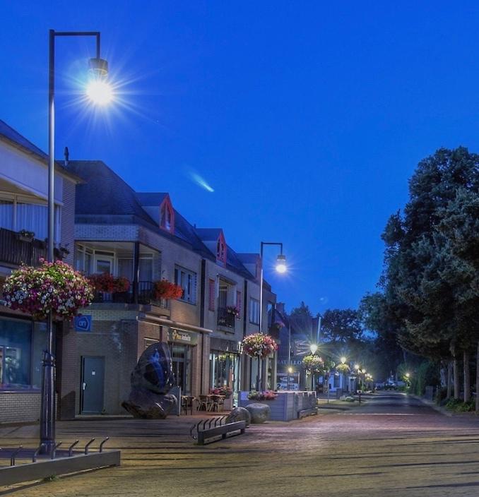 Vroege ochtend. ( Met komeet Neowise??) - De Hoofdstraat in Borger.<br /> Wat er links boven door de lucht vliegt, weet ik niet....Komeet Neowise mis