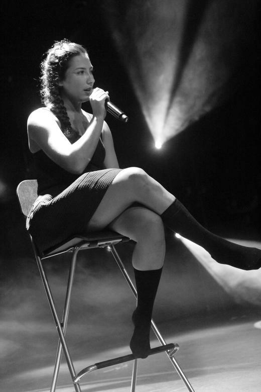 Chantal - Zangeres Chantal in zwart/wit