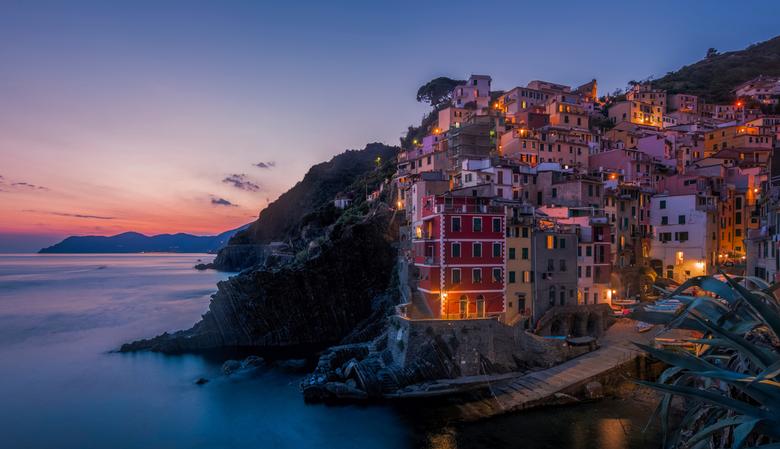Riomaggiore sunset - Nog 1 van de zonsondergang bij Riomaggiore, Cinque Terre, Italië