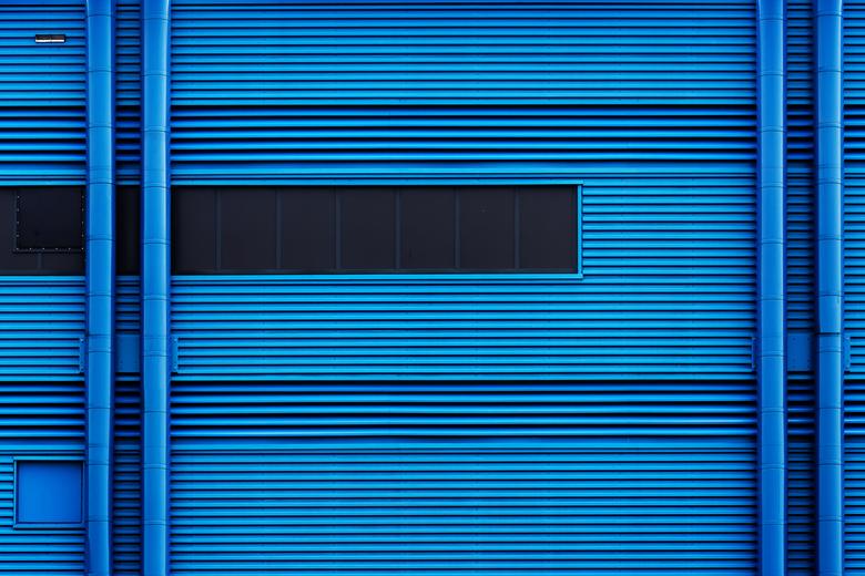 Blue Tone - Alhoewel 1 kleur, bevat de foto toch  allerlei tonen.........<br /> Dank jullie wel voor de  reacties op het lantaarntje.<br /> <br />