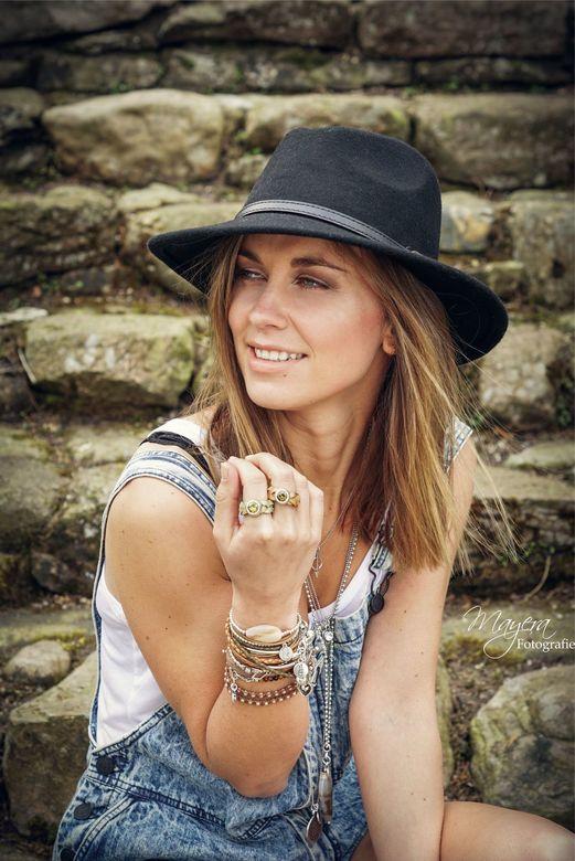 Meike - Model: Meike Smit <br /> Muah and hair: Suzanne Hendrikx Visagist &amp; Hairstylist<br /> Sieraden: Fashionable accessories by LJ