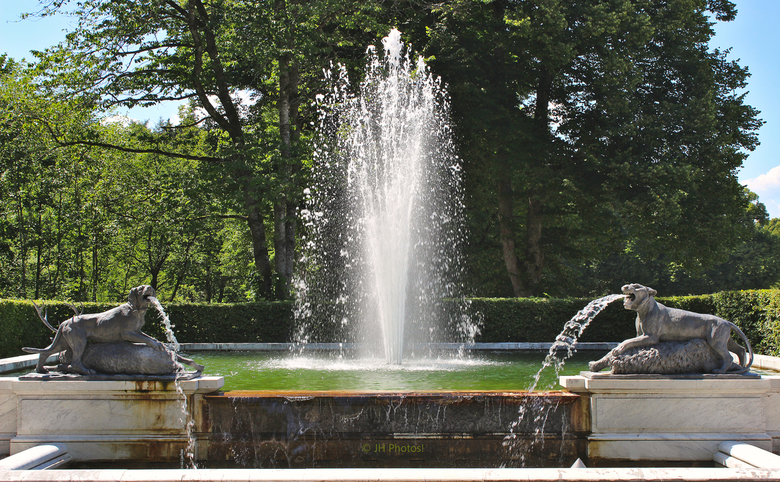 Fontein - Fontein in het park bij het Neues Schloss.