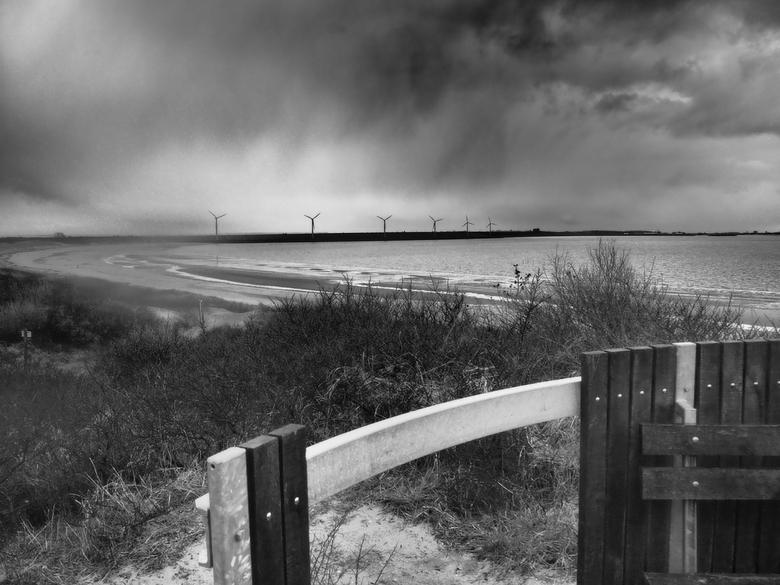 Haringvliet  - Storm op komst.<br /> Kijkend vanaf het strand bij Rockanje richting Goedereede gelopen