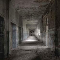 oud ziekenhuis Ex DDR, in de verte zicht op genezing?