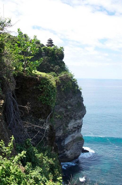 Ulu Watu, Bali - Uitzicht van de kust bij de apentempel Pura Ulu Watu in Bali, Indonesie