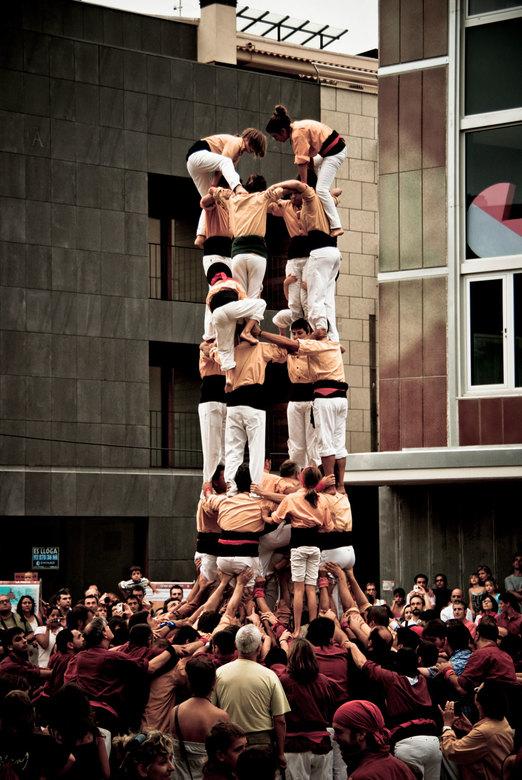 castellers - Een castellers is een menselijke toren die op vele plaatsen in Catalonië traditiegewijs tijdens festivals wordt gebouwd. Tijdens zulke fe
