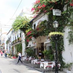 leuk straatje met balkon in Marbella