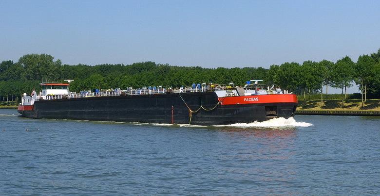 Amsterdam Rijnkanaal en omgeving 424. - **** <br /> In het groot kijken scherper en mooier.<br /> <br /> 23 juli 2012.<br /> Groetjes Bob.