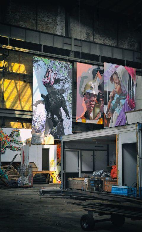 Street Art Museum   - AMSTERDAM - NDSM - . . .daar waar de deuren nu nog gesloten zijn en waar wordt gewerkt aan de opbouw van het komende Street Art