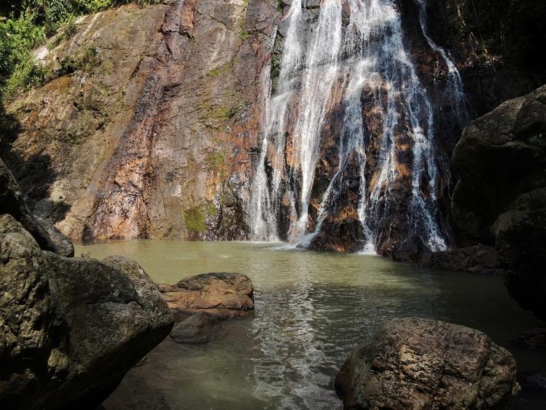 Waterfall - .................voor het eerst in mijn leven een &#039;echte&#039; waterval gezien.<br /> Om deze, in de heuvels van het Thaise eiland K