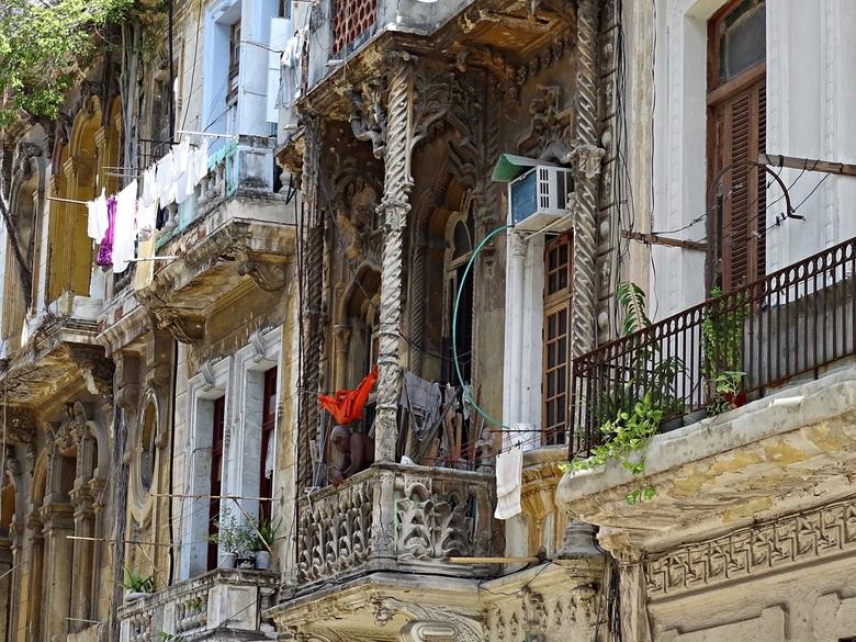 Koloniale gevels in Havana - Deze foto heb ik in habana Vieja gemaakt.