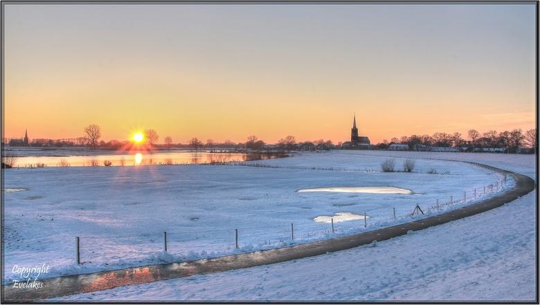 Batenburg zonsondergang - Batenburg winterlandschap met zonsondergang