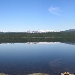 Panorama van het Store Svenningvatnet meer