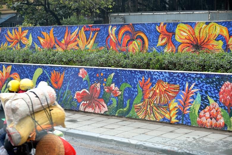 Prachtige kunst lags een hoofdweg in Hanoi.