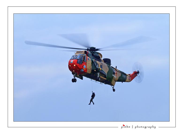 Rescue team - Wederom een foto van de luchtmachtdagen in Leeuwarden.<br /> <br /> Ik heb hier een langere sluitertijd aangehouden om beweging in de