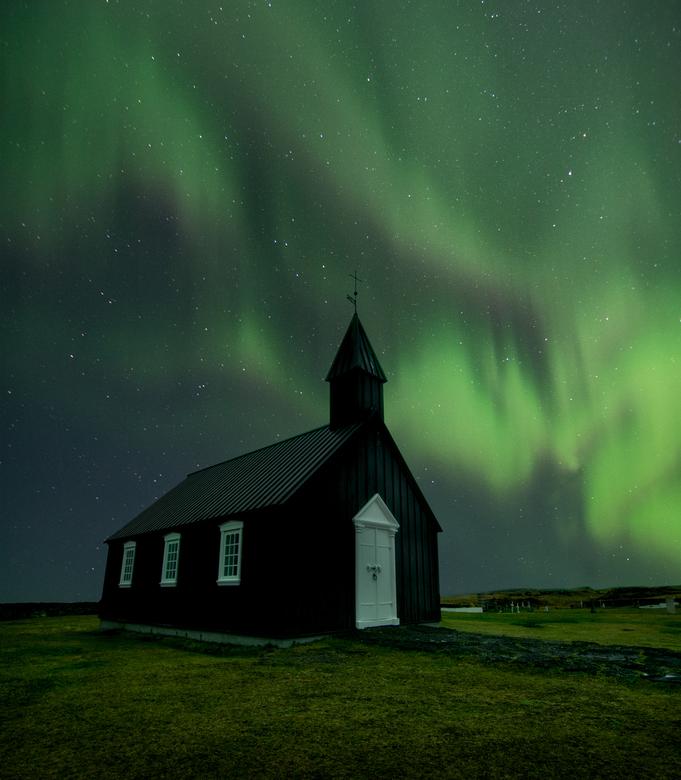 Under the glorious sky - Búðakirkja, Ijsland.