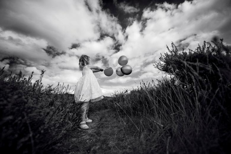 Tegenwind - Afgelopen zaterdag heb ik op de Hilversumse hei een fotoshoot gedaan met dit meisje van vier. <br /> <br /> Voor meer foto&#039;s van mi