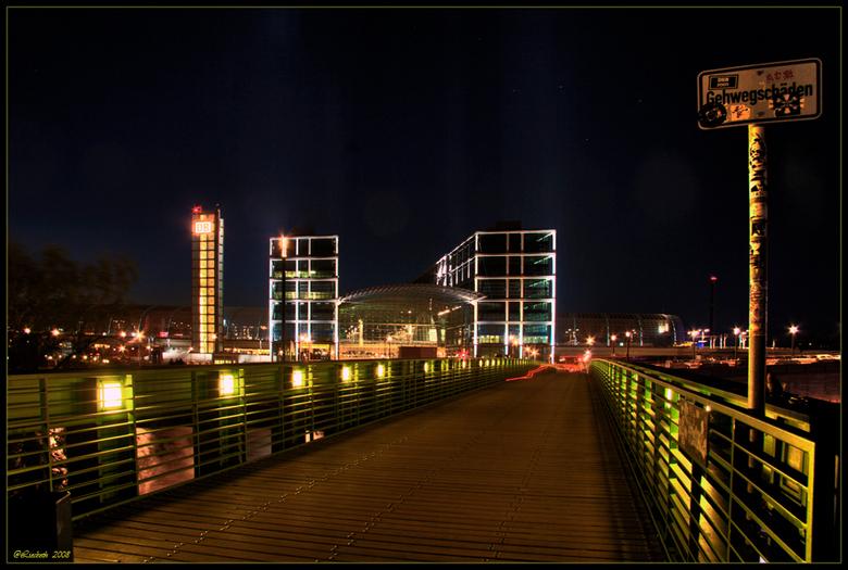 DB  Kleurrijk Berlijn - HELP HELP !!!<br /> Ik heb een poging gedaan om een HDR te maken,dit zijn 5 foto&#039;s van 4-6-8-13-en 20 sec.  maar op de e