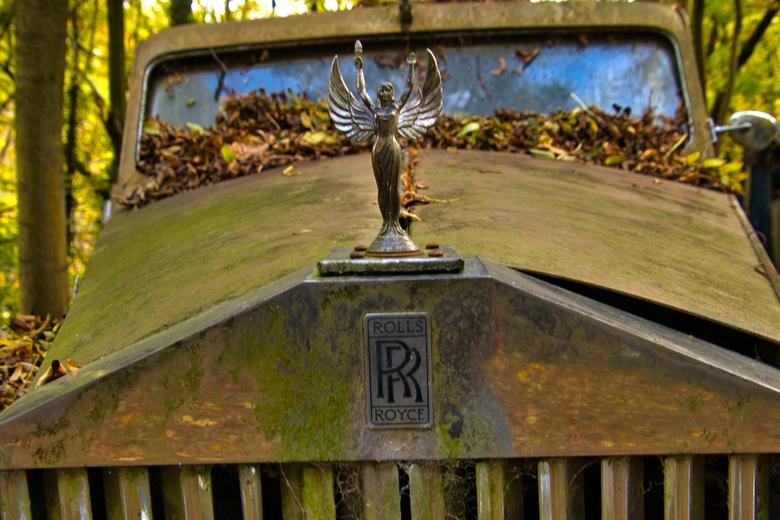 Rolls Royce - Auto-Skulpturen-Park in Neandertal, Erkrath.<br /> De verzamelaar heeft alleen auto&#039;s en motoren staan uit zijn geboortejaar (1950