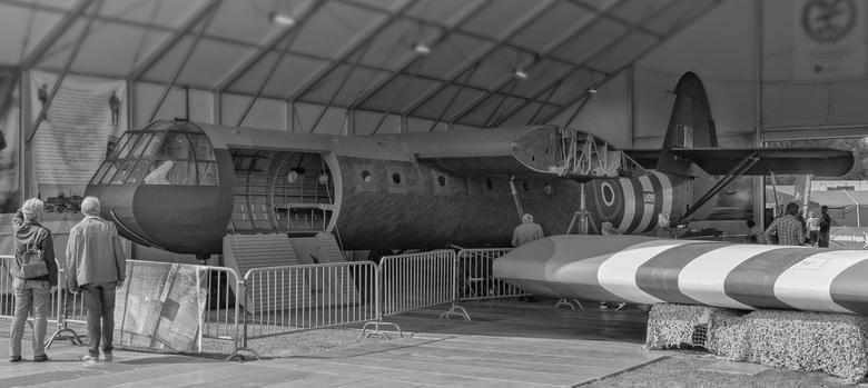 Market-Garden.2 - Tegenover het Airborne museum in Oosterbeek, zie vorige upload, is nu tentoongesteld een Horsa zweefvliegtuig.  Dit vliegtuig werd t