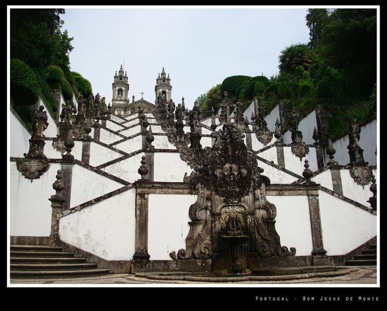 Bom Jesus de Monte 2 - Het meest opzienbarende heiligdom van Portugal is zonder twijfel Bom Jesus de Monte. In 1722 ontwierp de aartsbisschop van Brag