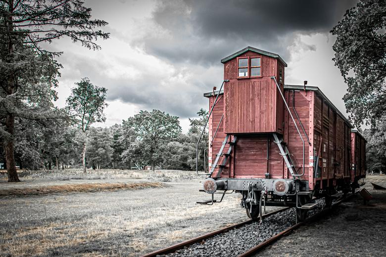 Wagon in Kamp Westerbork - Na de indrukwekkende verhalen gehoord te hebben in voormalig kamp Westerbork zelf een ronde gemaakt met mijn camera. <br />