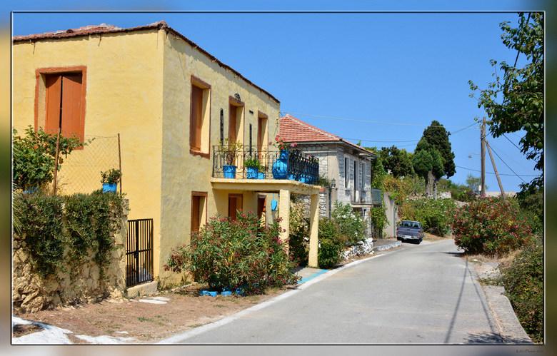 Ithaka Anogi  - Van de zomer naar Griekenland geweest.<br /> Dit is een straatje in Anogi op het eiland Ithaka.<br /> Herkenbare typische Griekse kl