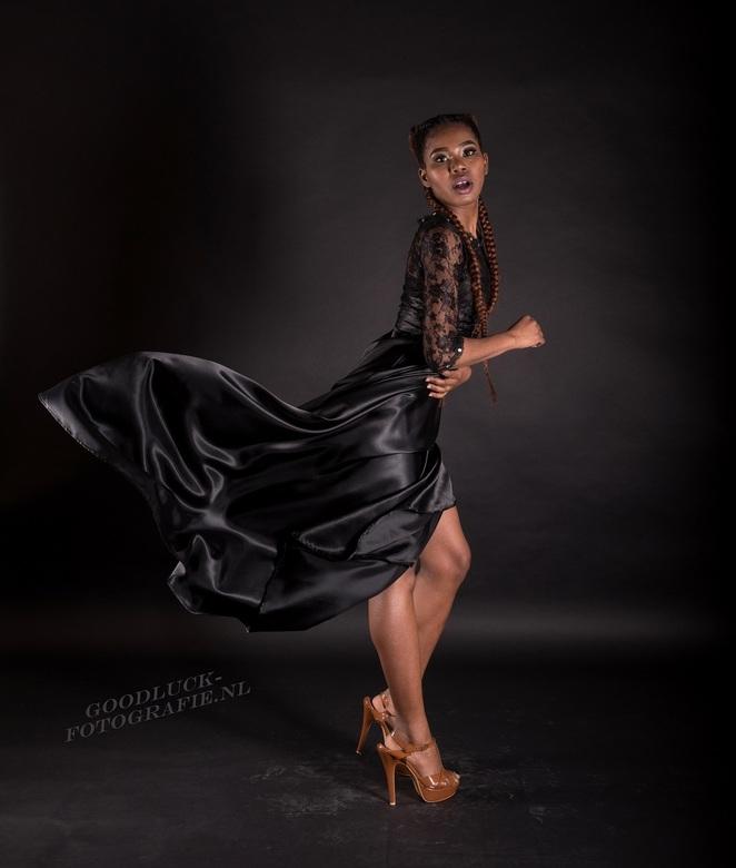 """Windy black dress - Windy studio shoot met model Wendy.<br /> <br /> <a href=""""http://www.goodluck-fotografie.nl/"""">goodluck-fotografie.nl</a>"""