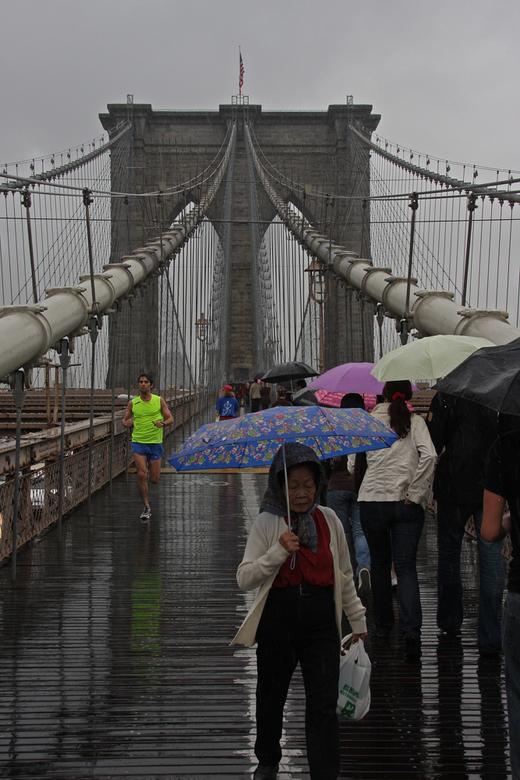 Streets of  New York 1 - Straatbeeld van New york, allerlei soorten mensen lopen dagelijks van Brooklyn naar Manhatan en weer terug