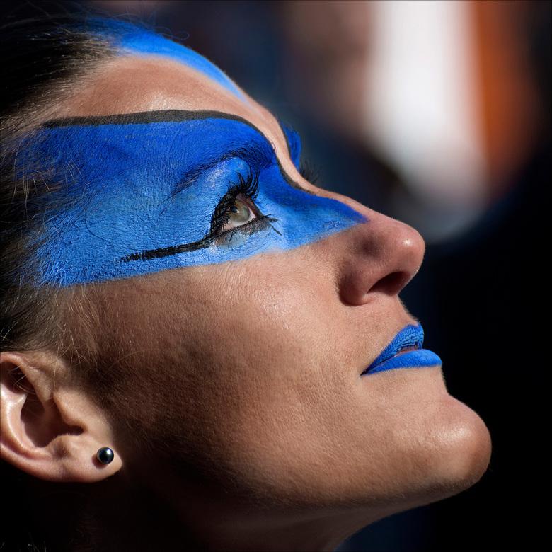 O-parade - deelneemster aan de O-parade. <br /> O-Parade is de jaarlijkse stoet van  de verwondering die trekt in Genk