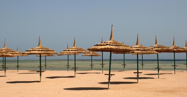 Silent Egypte - Het strand van Egypte (Sharm El Sheik) in de ochtend.