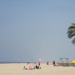 Aan het strand stil en verlaten.........