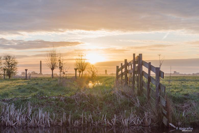 Zonsopkomst bij Nespolder - Bergambacht - In het natuur gebied de Nespolder in het plaatsje Bergambacht (gemeente Krimpenerwaard) kwam de zon vanmorge