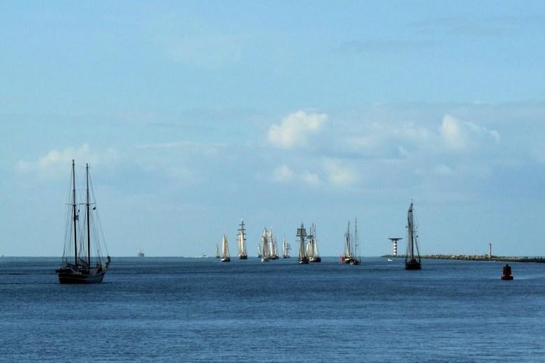P1180484.JPG  TOETJE   Race of the Classics  met 17 zeezeilers  in  optocht   10 okt 2012   - Hallo Zoomers  GROOT  kijken en weer even lezen .  Omdat