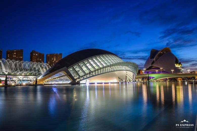 Hemisferic Valencia - Mijn eerste foto sinds ruim 7 jaar!!!<br /> <br /> De Hemisferic in Valencia, vorige week genomen net na zonsondergang. In de