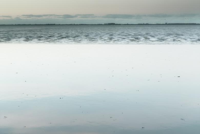 Onder water.. - Vanmiddag bij de Punt van Reide... Over van vloed naar eb en een dood schaap...