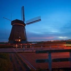 De Tweede Broekermolen te Uitgeest at sunset