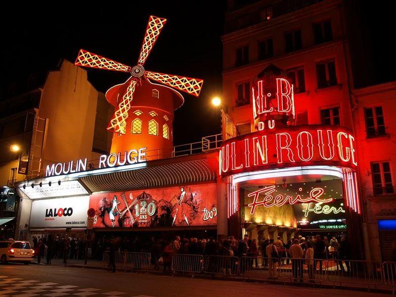 Moulin Rouge - Parijs 2009 - 3 - Fantastisch om het effect van de stabilizer in de camera uit te proberen.<br /> Deze foto is genomen met 1/8 seconde