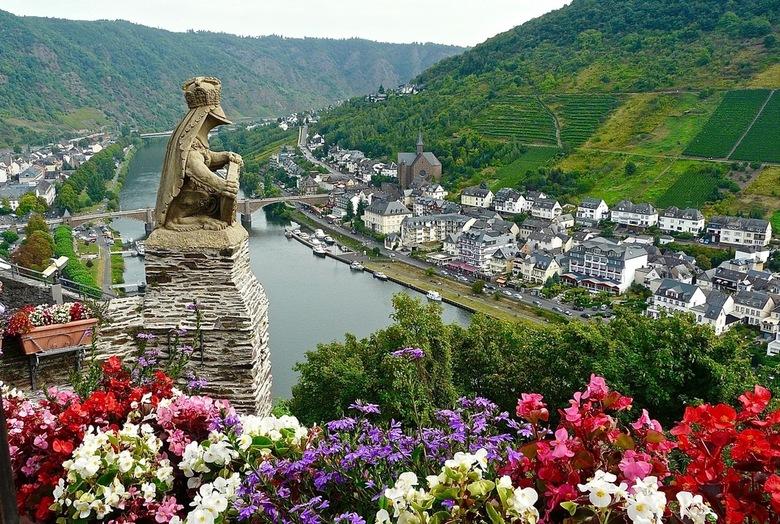 Uitzicht over de Moezel. - Uitzicht over de Moezel vanaf de Rijksburcht Cochem. De Burcht diende in de middeleeuwen als tolburcht en ligt op 100 meter