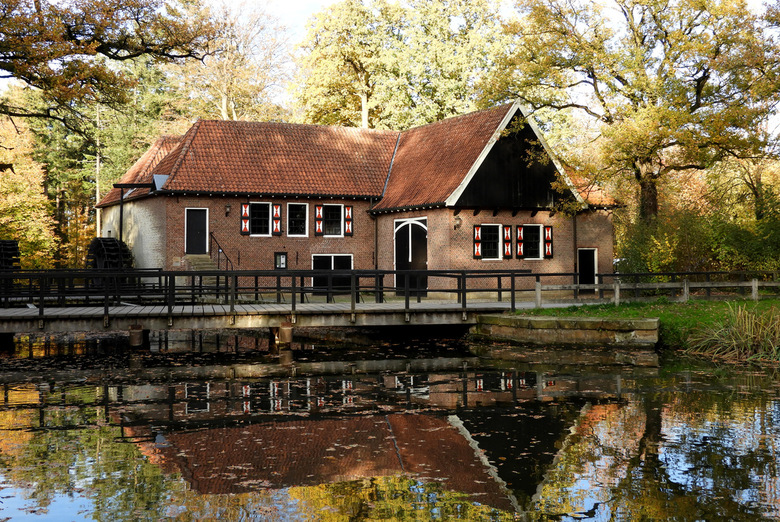 houtzagerij/watermolen Singraven  - de watermolen is bekend vanaf 1448, de houtzagerij is er in 1880 ingebouwd.<br />