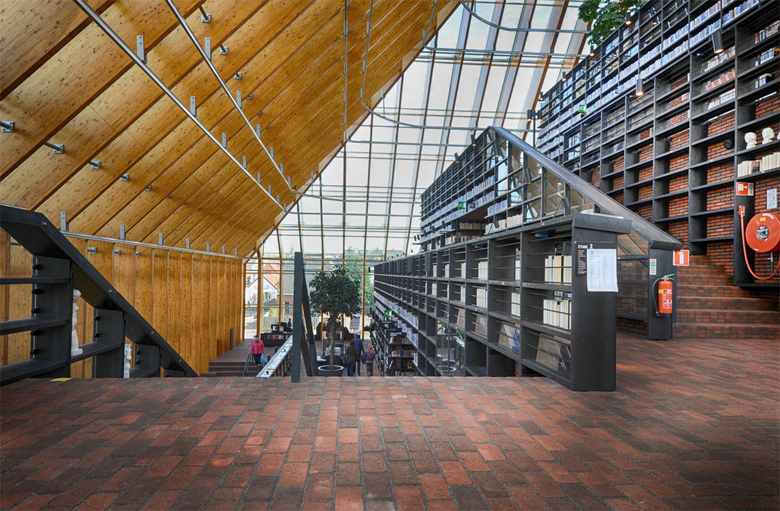 Spijkenisse_03 - de Boekenberg, even een kijkje binnenin de bieb.<br /> <br /> bedankt voor jullie reacties en een fijn weekend.