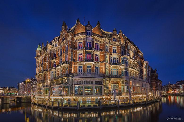 Hotel L'Europe  - Hotel L'Europe tijdens het 'blauwe uurtje' - Amsterdam.