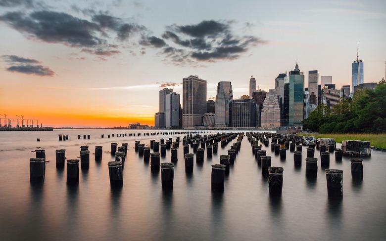 New York Skyline - Wereldberoemde skyline van New York , genomen vanaf Pier 2 in Brooklyn Bridge Park.