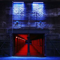 Tunnel onder (oude) fabriek