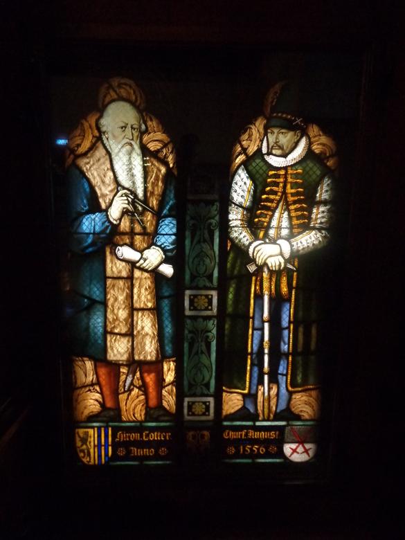 Wijsgeren, beste heren... - Glas-in-lood raam gespot in Leipzig