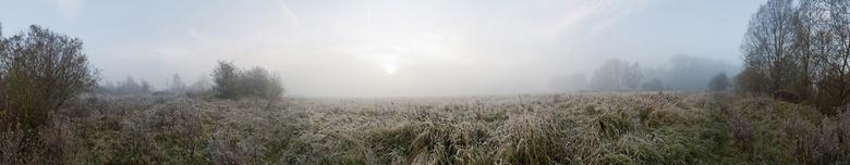 "Mistig - Na zonsopkomst hangt er nog mist boven het veld.<br /> Even in groot bekijken <img  src=""/images/smileys/wilt.png""/>"