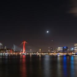 Skyline Rotterdam met de maan