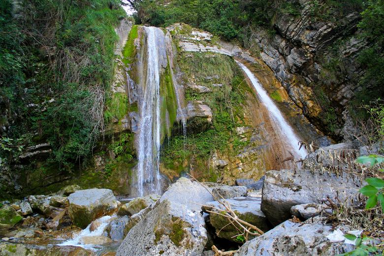Waterfall - Een waterval in de buurt van het Iseomeer, Italië.