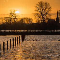 Zonsondergang aan de Maas