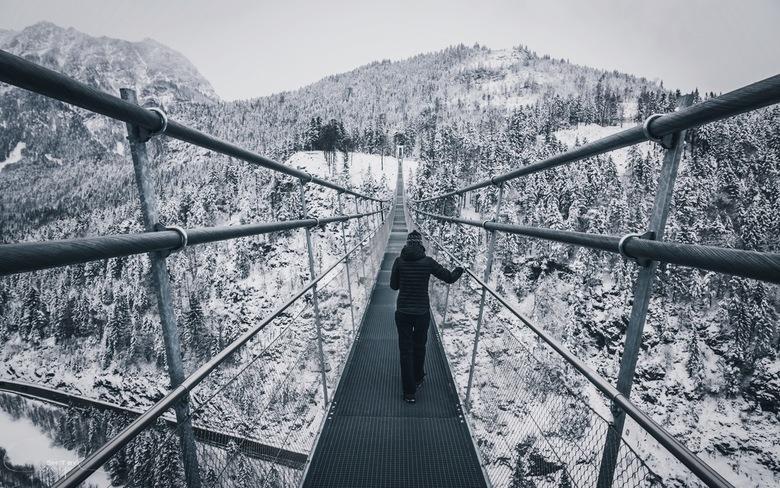 Discomfort. - Spannend genieten van de langste voetgangers hangbrug ter wereld in Oostenrijk.<br /> <br /> Voor meer, neem gerust een kijkje op:<br